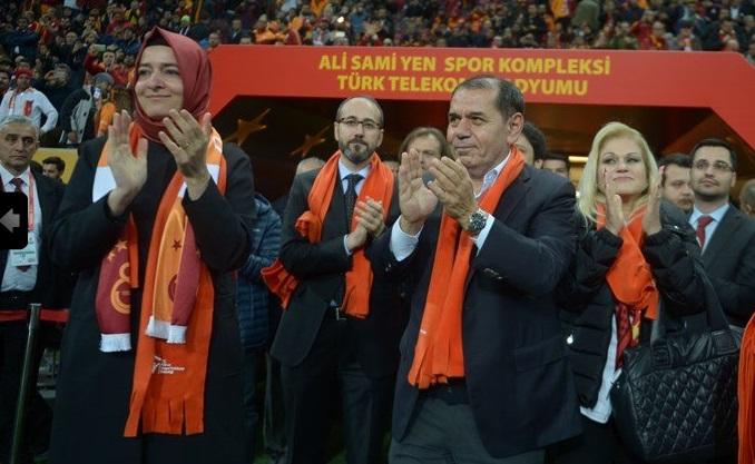 Aile Bakanı Sayan Kaya, kadına şiddete karşı 'farkındalık' için maça geldi