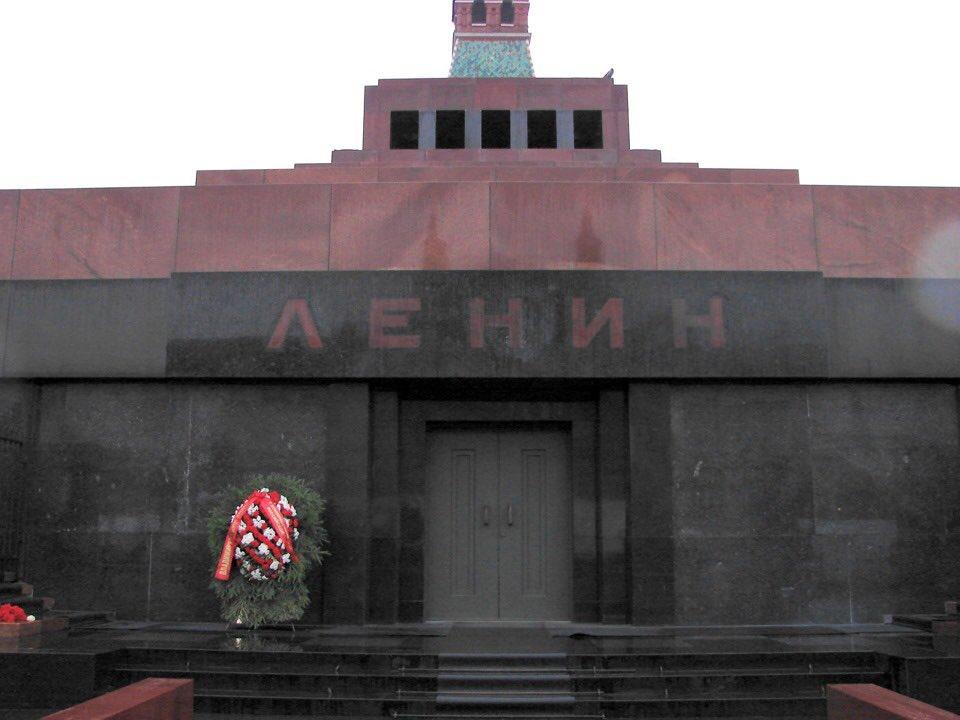 Putin Lenin mozolesini ziyarete kapattı