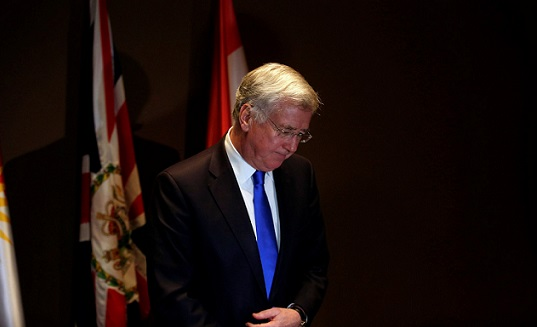 Tacizi itiraf eden İngiltere Savunma Bakanı istifa etti