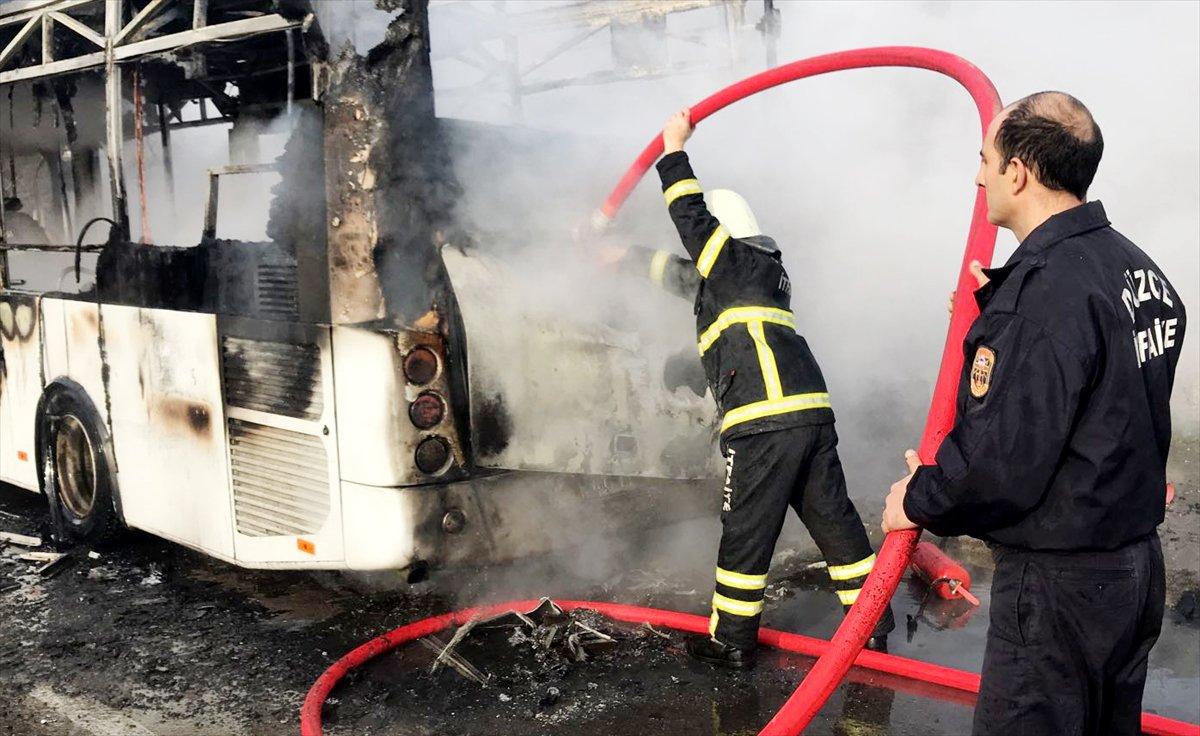 Seyir halindeki halk otobüsü yandı