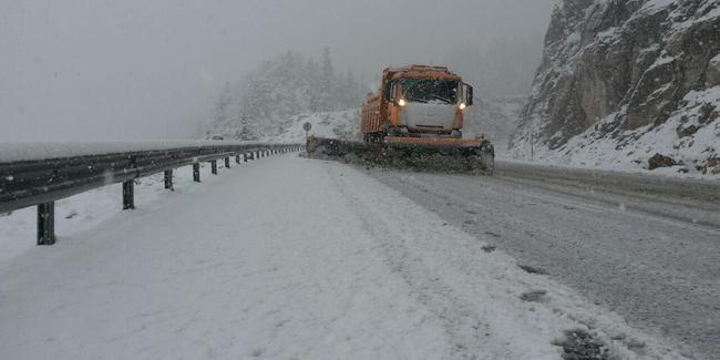 Antalya-Konya yolu kar nedeniyle ulaşıma kapandı
