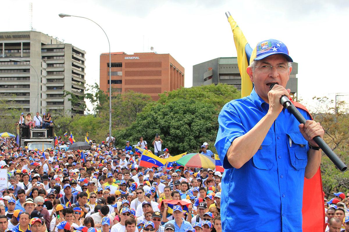ABD destekli'muhalif' lider Kolombiya'ya kaçtı