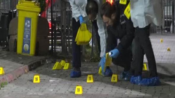 Bağcılar'da silahlı ve maskeli grup kafeyi taradı: Yaralılar var