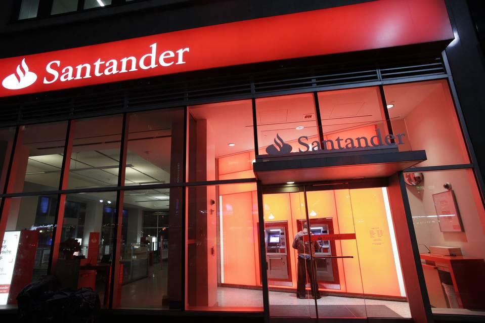 İspanya'nın en büyük bankası 2 bin kişiyi işten çıkaracak