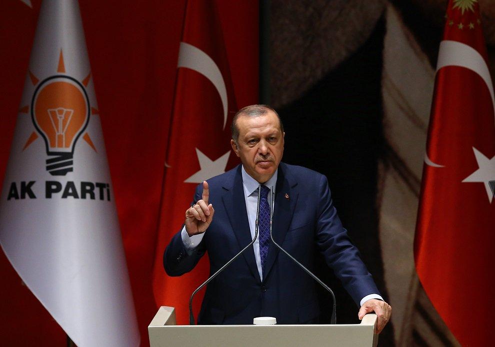 AKP'de iki belediye başkanının istifası daha kapıda