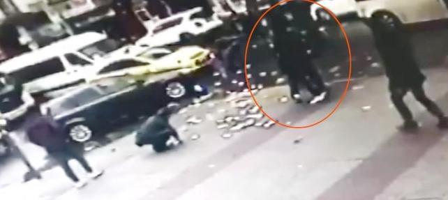 Minibüs şoförü, arabasına arkadan çarptığı yaşlı adamı demir zincirle dövdü