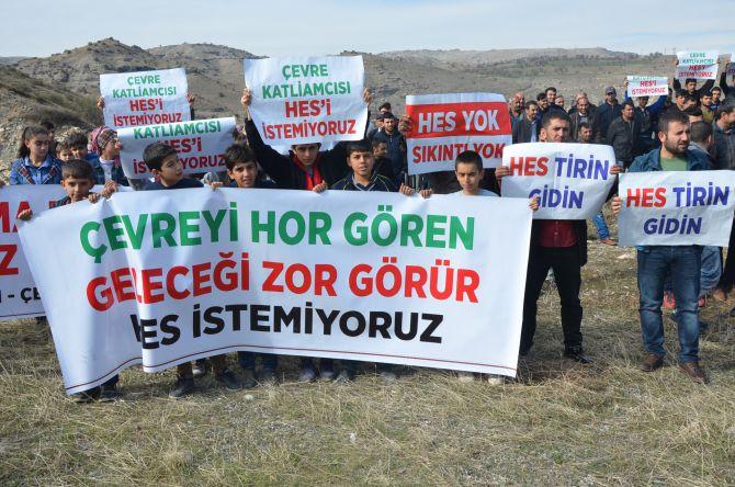 Kahta Çayı'na hukuksuz HES inşaatını durdurmak isteyen köylüler gözaltına alındı