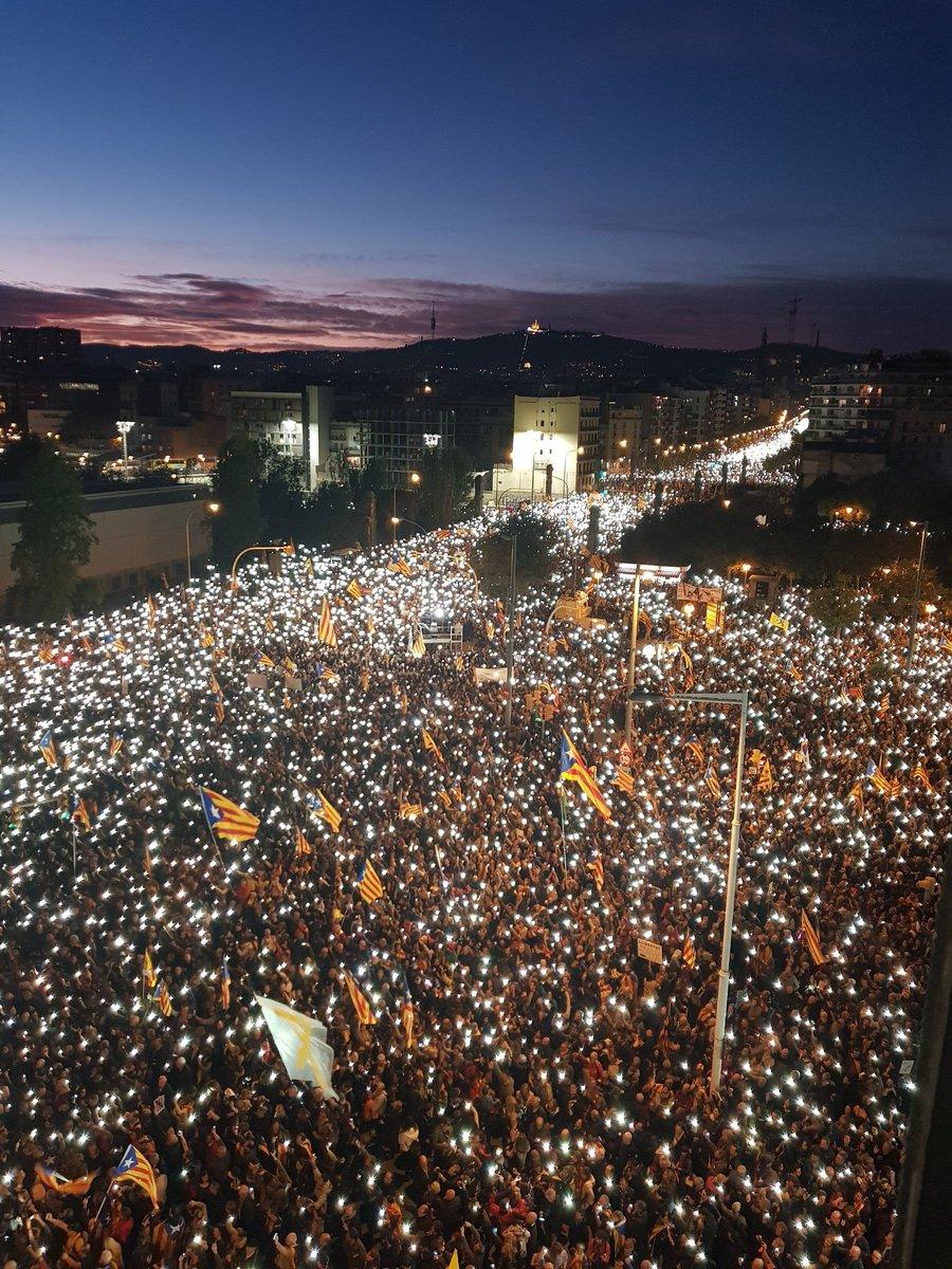 Katalonya'da bağımsızlık yanlıları yürüyüş düzenledi