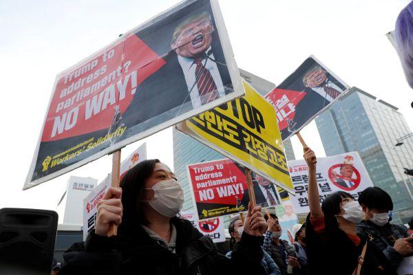 Trump binlerce Güney Koreli tarafından protesto edildi