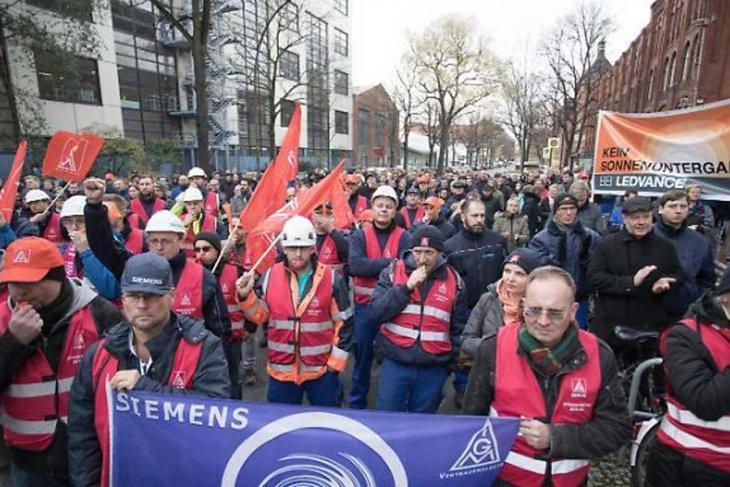 Berlin'de Siemens işçilerinden protesto gösterisi