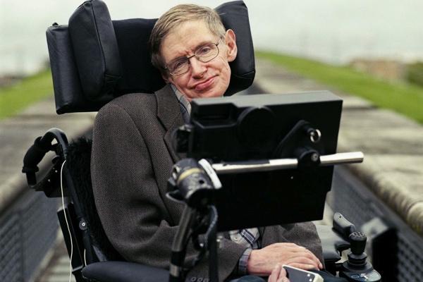 Stephen Hawking uyardı: İnsanoğlu 2600 yılında yok olabilir
