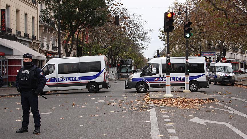 Paris'te ırkçıların gösterisi yasaklandı: 15 gözaltı var