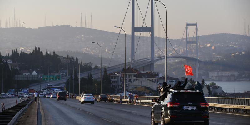 'Boğaziçi Köprüsü'nden kaçak geçen hem ceza yiyecek hem de geri dönecek'