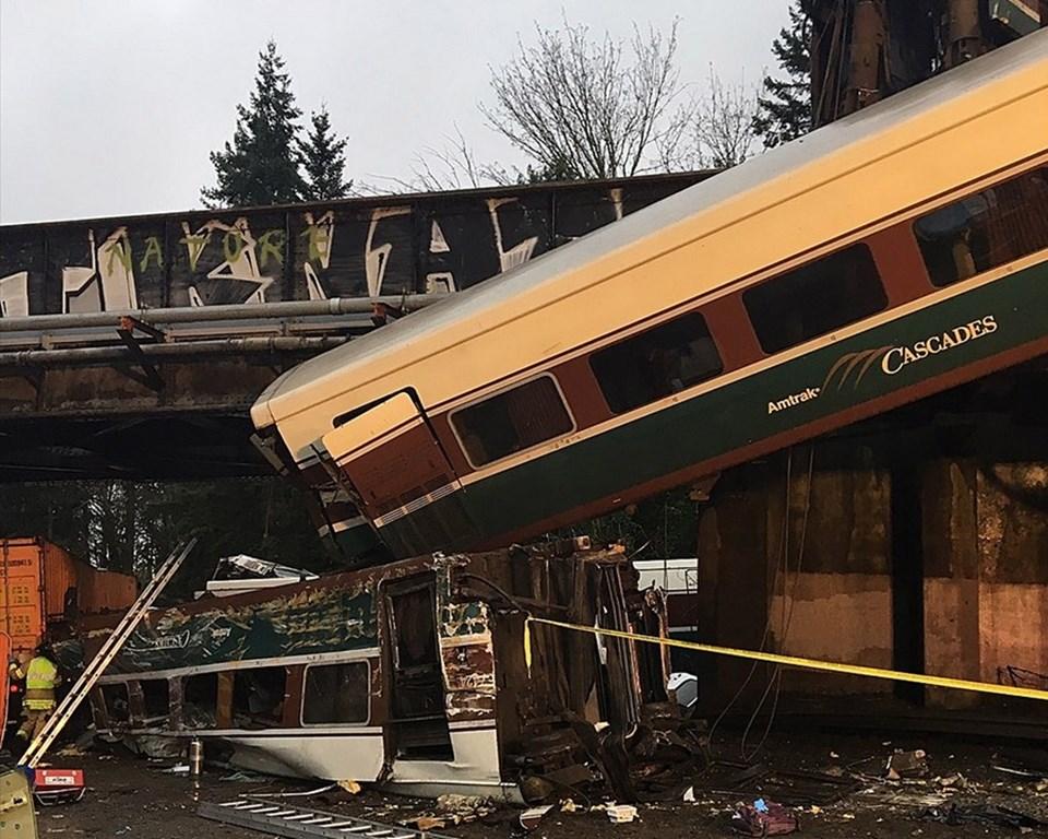ABD'de hızlı tren raydan çıktı: 3 ölü, 100 yaralı
