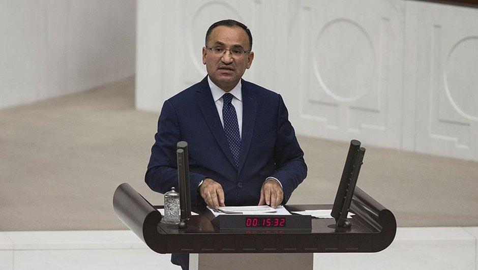 Bekir Bozdağ güldürdü: Cumhurbaşkanı Recep Tayyip Erdoğan, görev ve yetkilerini tarafsız bir şekilde kullanmakta ve yerine getirmektedir