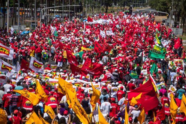 Brezilya'da emeğe saldırı yasasına karşı genel grev kararı