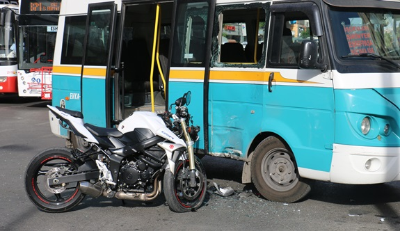 İzmir Torbalı'da minibüs devrildi: 11 yaralı