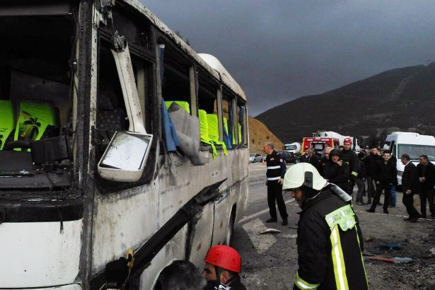 Denizli'de öğrenci servisi devrildi: 23'ü öğrenci 24 yaralı