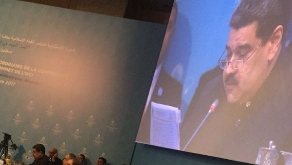 İslam İşbirliği Teşkilatı'nın toplantısına katılan Maduro, konuşmasında Trump'ı ve İsrail'i hedef aldı