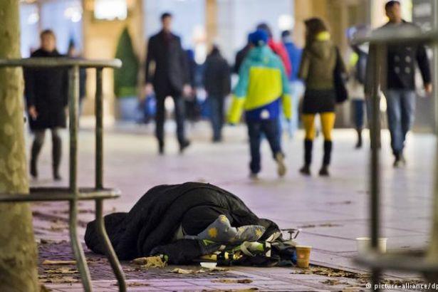 Evsizlere ceza: Gerekçe sokakta yatmak