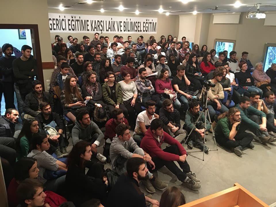 İzmir'deki evrim paneline gençlerden yoğun ilgi