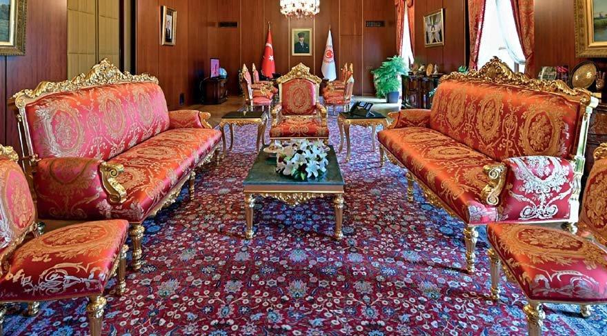 Meclis Başkanı Kahraman'ın ayaklarına serilen halının değeri en az 100 bin lira!