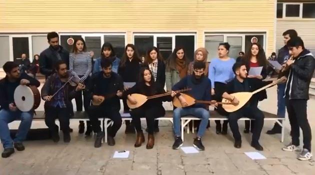 VİDEO | Müziğe 'haram' diyen gericiliğe bir cevap da Kocaeli Üniversitesi öğrencilerinden