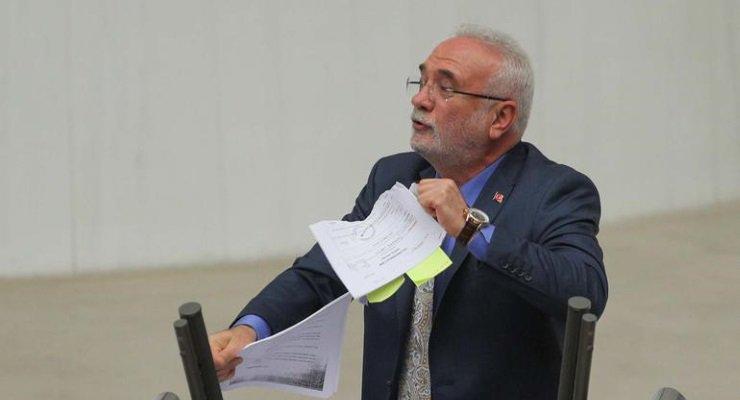 AKP Grup Başkanvekili, Meclis'te 'Man Adası' belgelerini yırttı