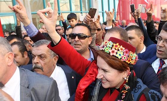'Türkiye sağının kıdemlisi' Meral Akşener, 2019 adaylığını açıkladı