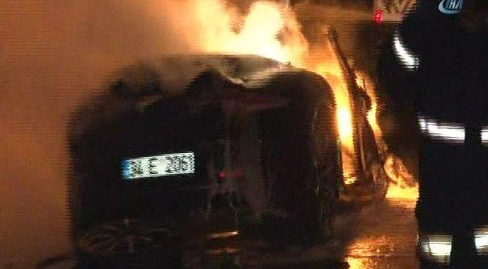 TEM Otoyolu'nda feci kaza: Lüks otomobil alev alev yandı