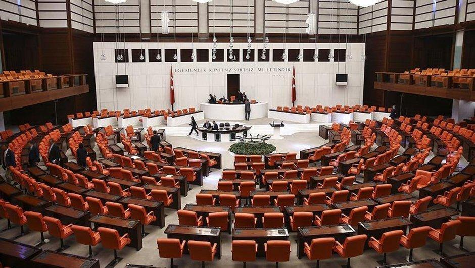 TBMM'de görüşülen 7 Kanun Hükmünde Kararname'nin (KHK) maddeleri kabul edildi
