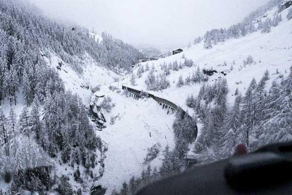 13 bin kişi kayak merkezinde mahsur kaldı
