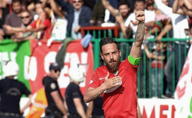 PFDK Deniz Naki'ye futbolculuğu ömür boyu yasakladı!