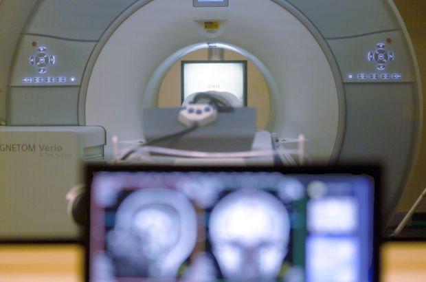 Hindistan'da MRI cihazı hastayı yuttu!