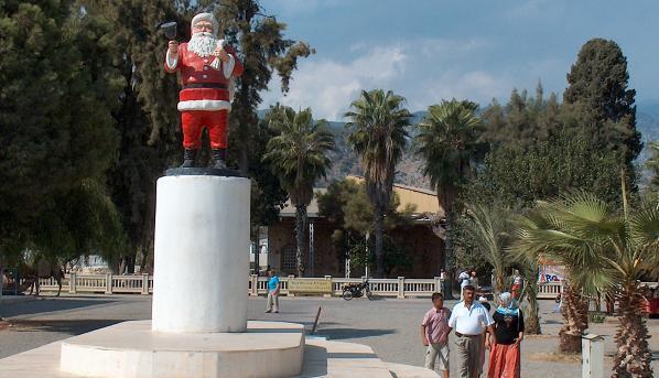 'Noel Baba heykelini nereye koyacağımızı bilemedik'