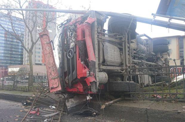 Piyalepaşa'da çöp kamyonu devrildi: Yaralılar var