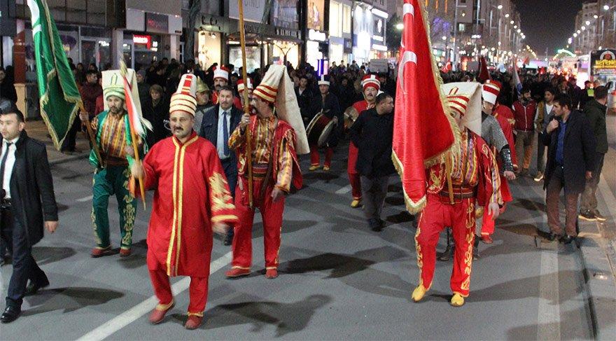 Kutlamalara engel olmak için yürüdüler!