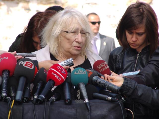 Yandaş yazar Alev Alatlı'dan Baro'ya: Adalet sistemi kötü diye çemkirmekle bu iş olmuyor