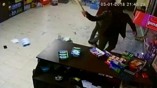 Silah ve sopalarla büfe baskını: Öldüresiye dövdüler