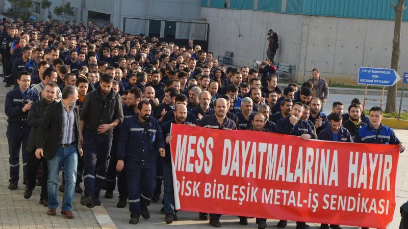 Metalde işçiler grev, patronlar lokavt dedi!