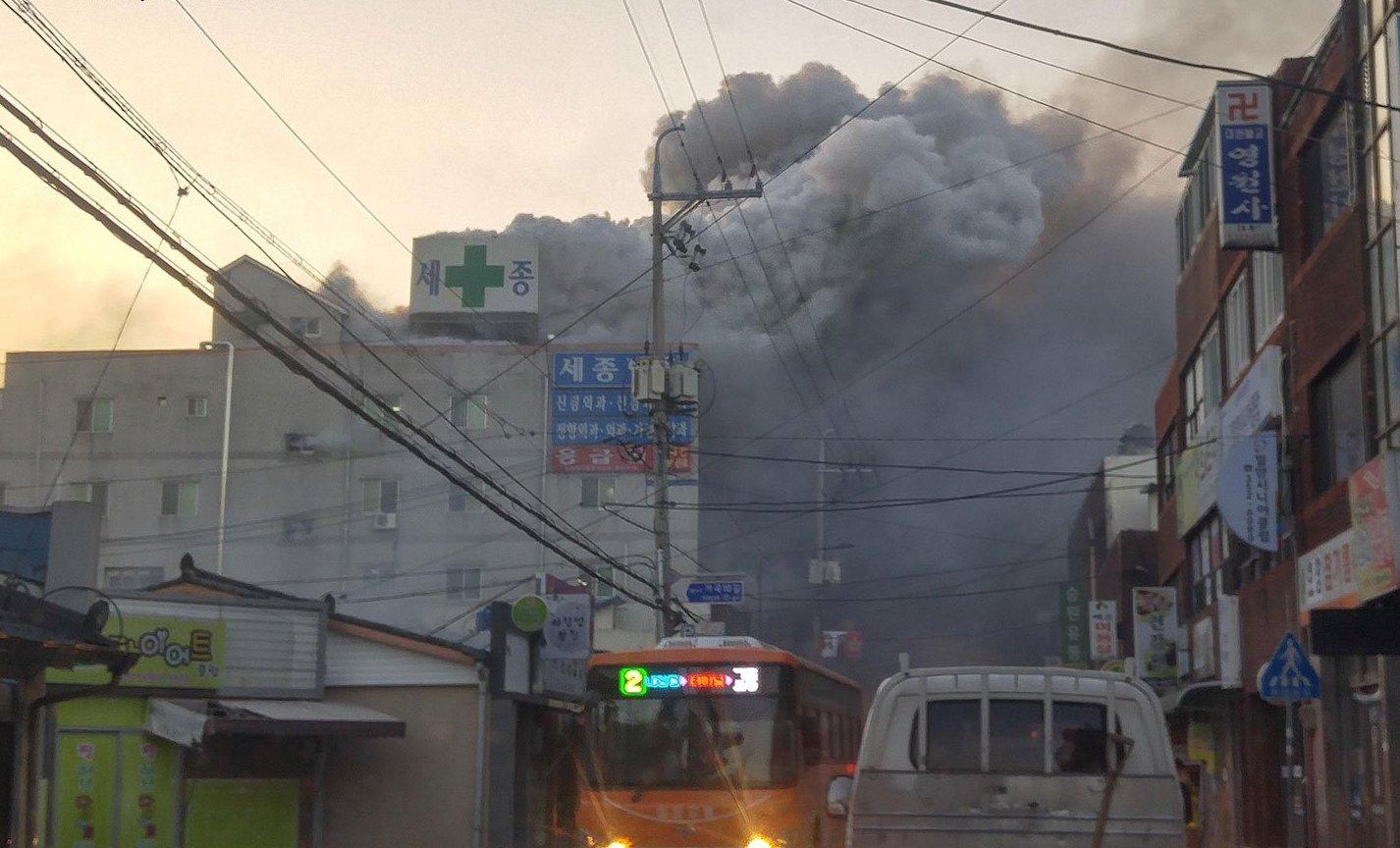 Hastanede yangın: 37 ölü, 130 yaralı