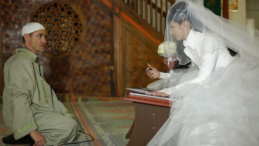 İmam Hatip Lisesi kitaplarında öğrencilerine nasıl evlenebilecekleri öğretiliyor!