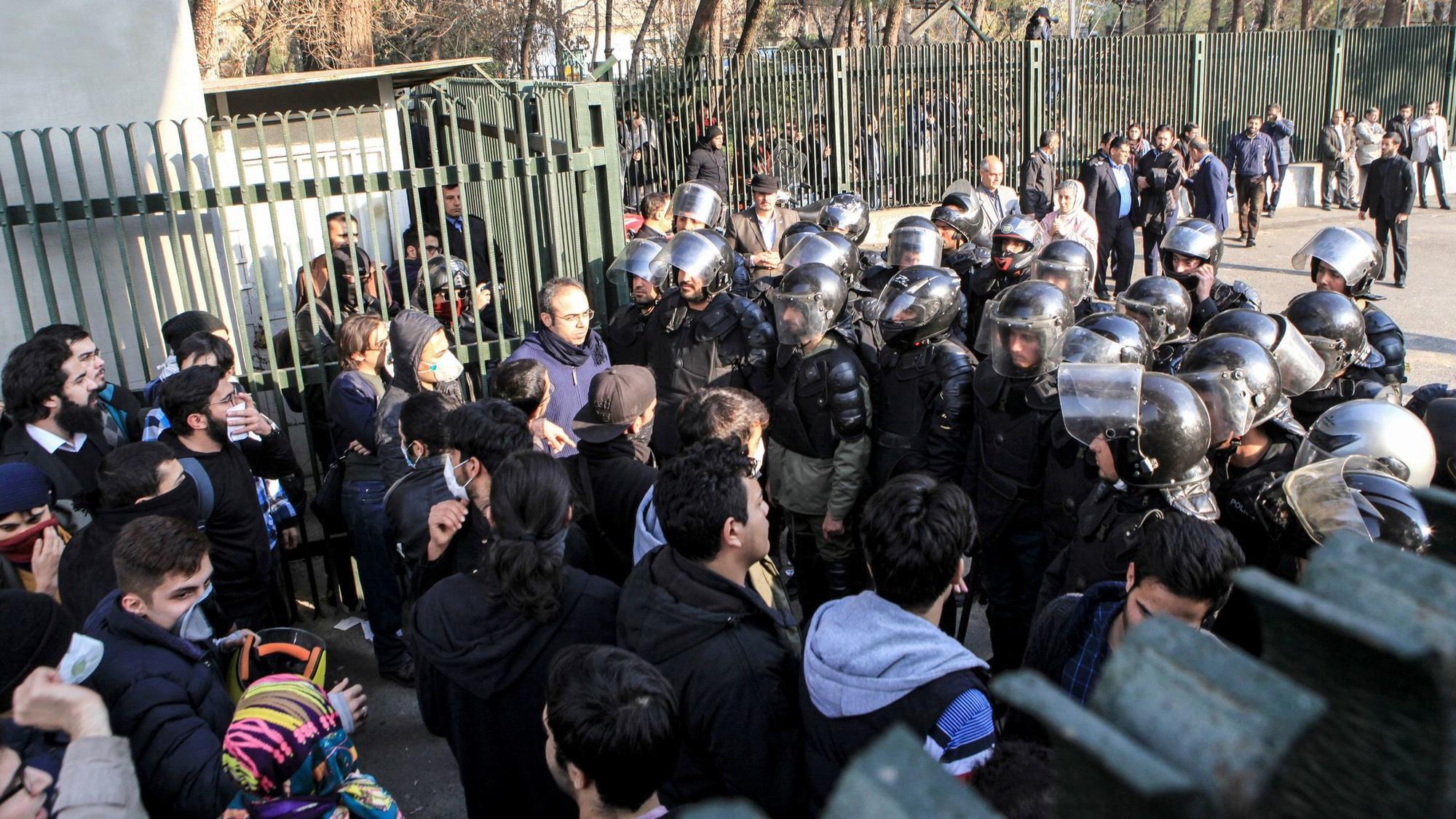 PUSULA | İran'da neler oluyor?
