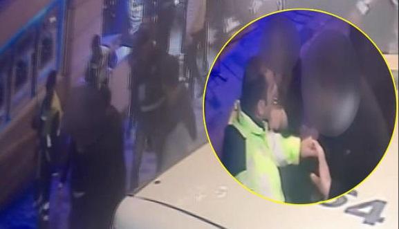 İstiklal'de polis dayağı