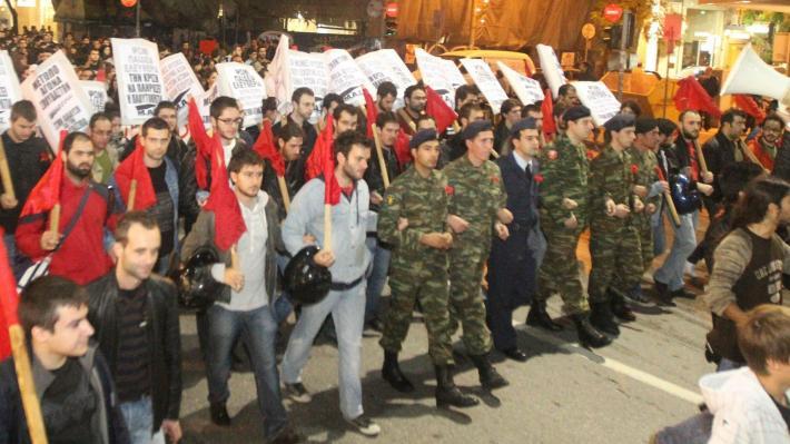 Yunan askerler NATO üssünü korumayı reddetti!