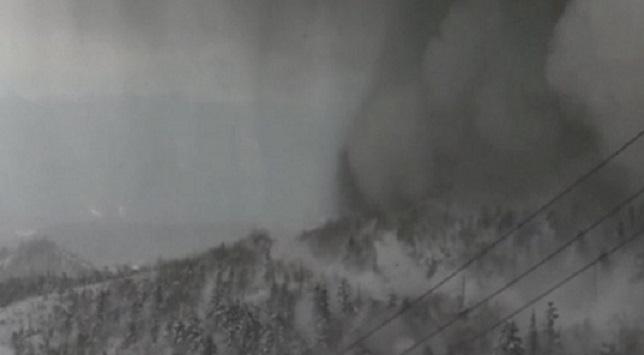 VİDEO | Patlayan volkan çığa neden oldu: Yaralılar var