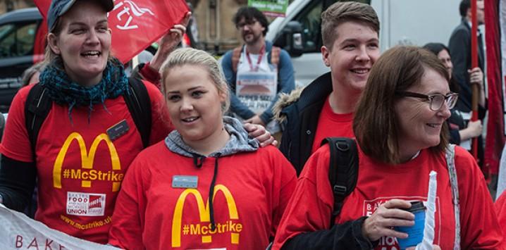 Grev yapan McDonalds işçileri kazandı