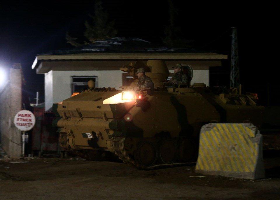 VİDEO | Öncüpınar'da askeri sevkiyat: Sınırı geçen tanklar Azez'e gidiyor