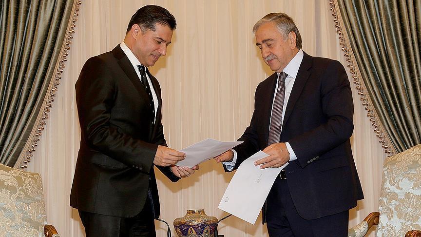 Kuzek Kıbrıs'ta Başbakan Özgürgün koalisyon hükümetinin istifasını sundu