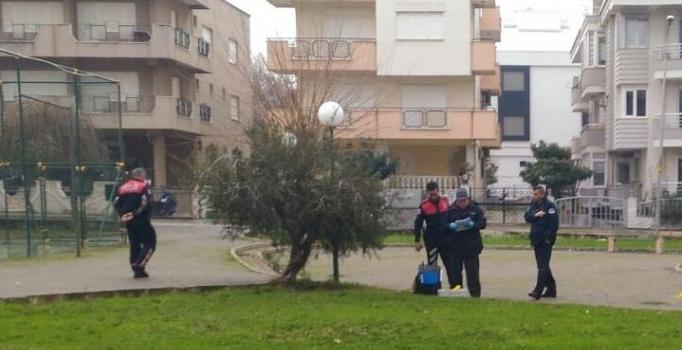 Polis memuru parkta başına ateş ederek intihar etti